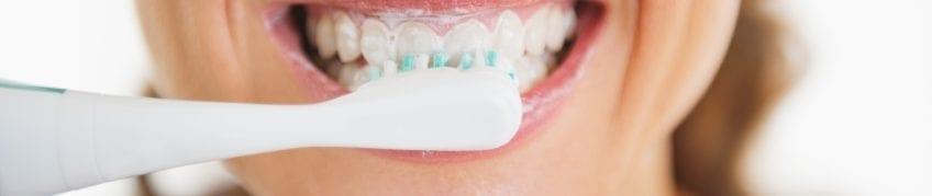 Die richtige Nachsorge für Ihr Zahnimplantat | Zahnarzt Berlin